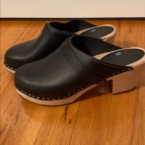 Wooden sole clogs